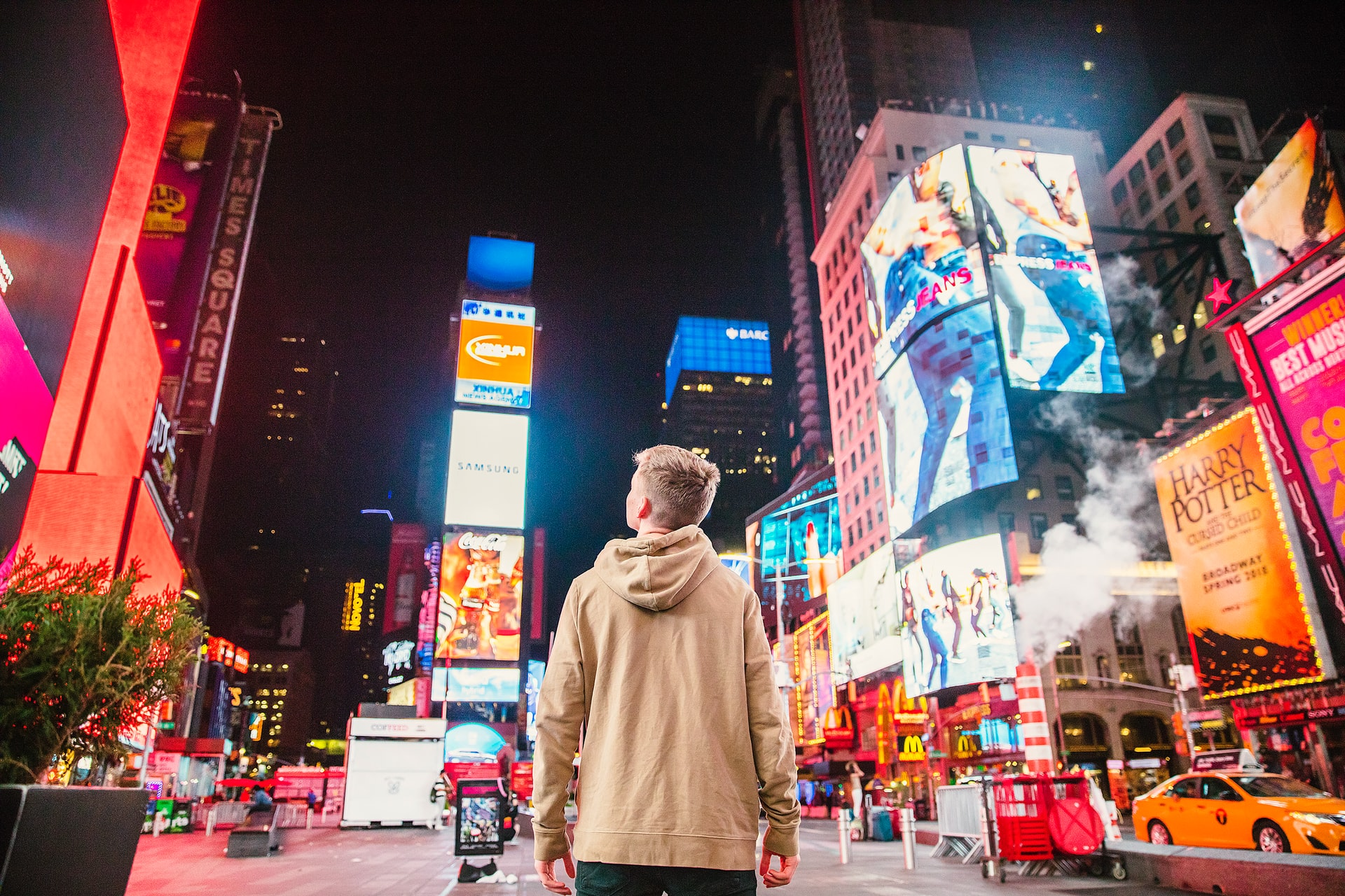 4 reasons your business should consider digital signage